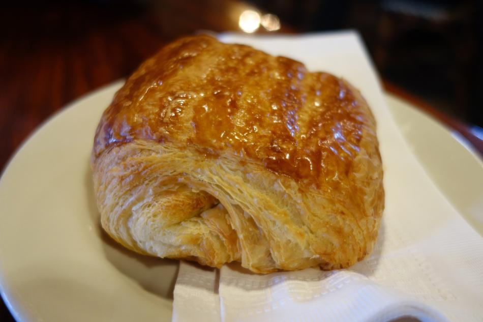 Esselon Cafe Croissant